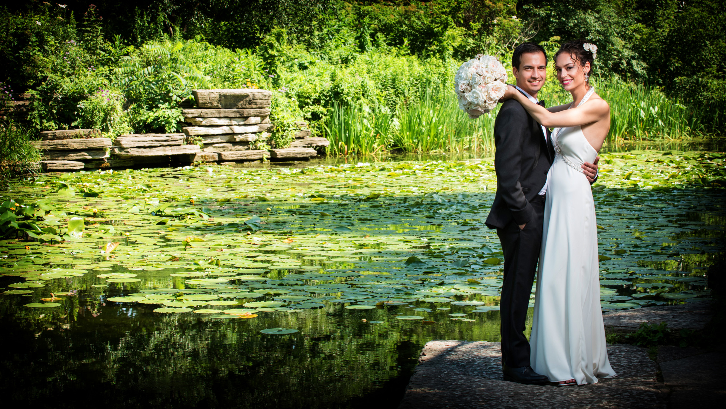 Bride and Groom on wedding at the alfred caldwell lily pool in Lincoln Park