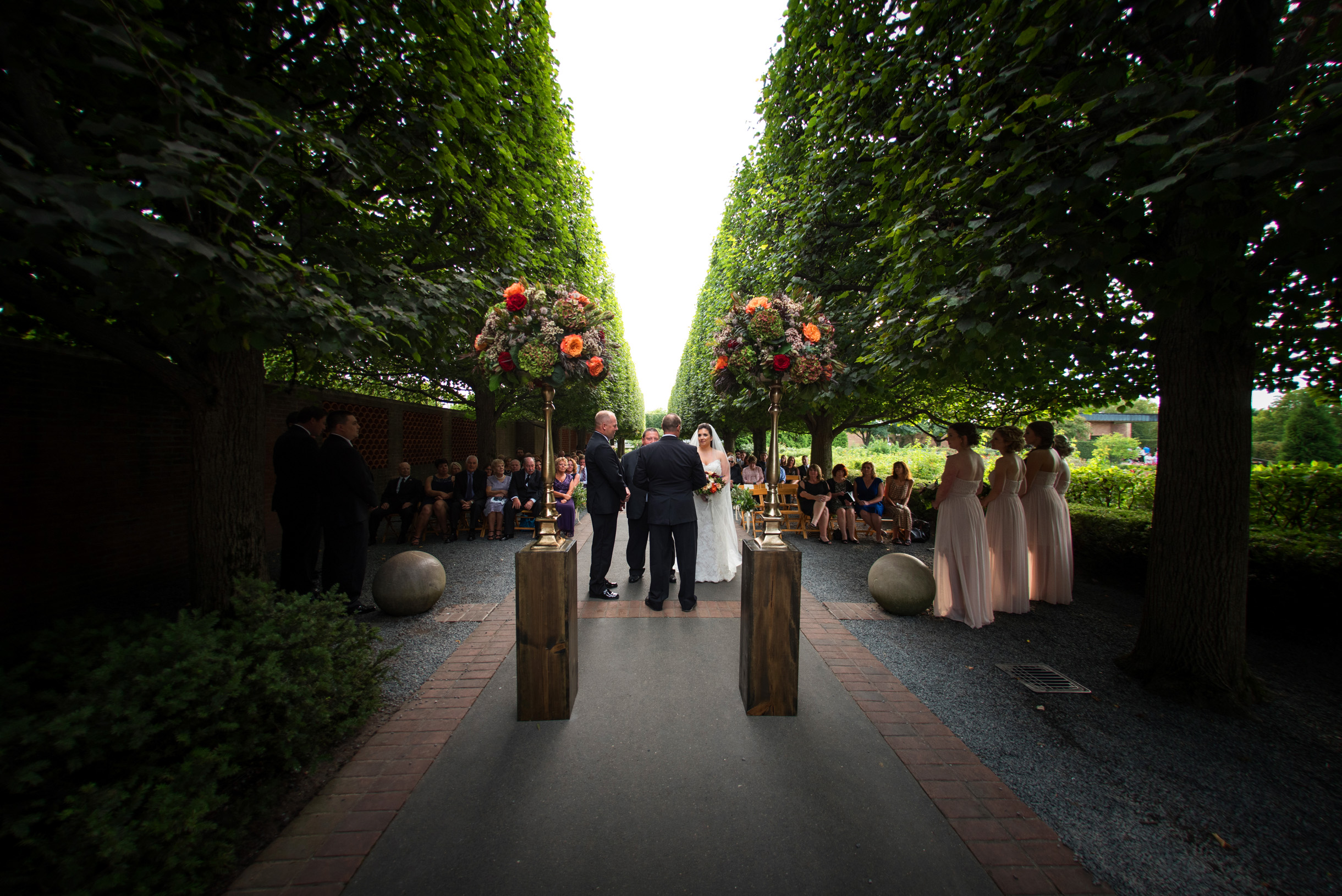 Wedding ceremony at the rose terrace of the chicago botanic garden