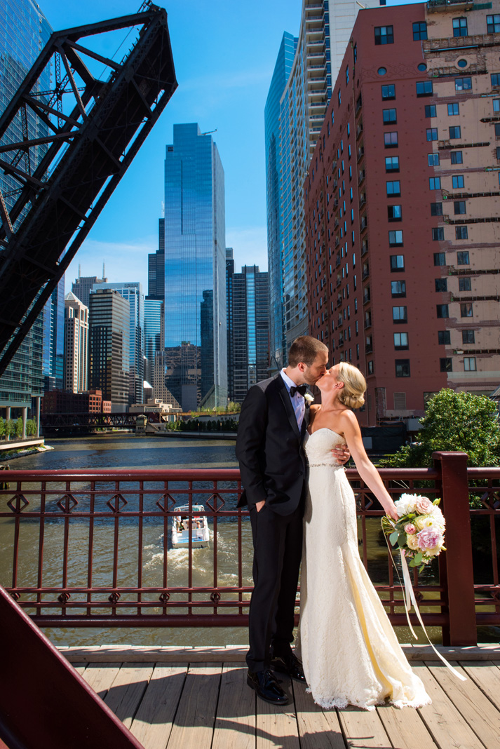 Portrait of Bride and Groom on Kinzei Street Bridge in Chicago