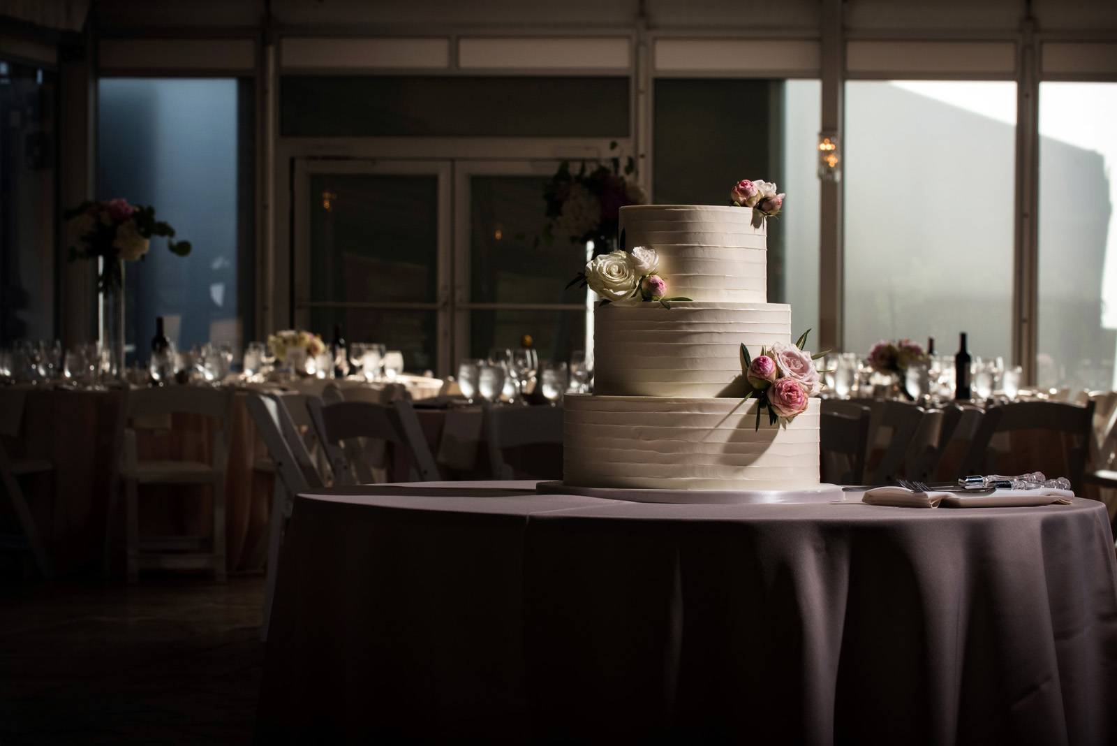 Artistically lit wedding cake