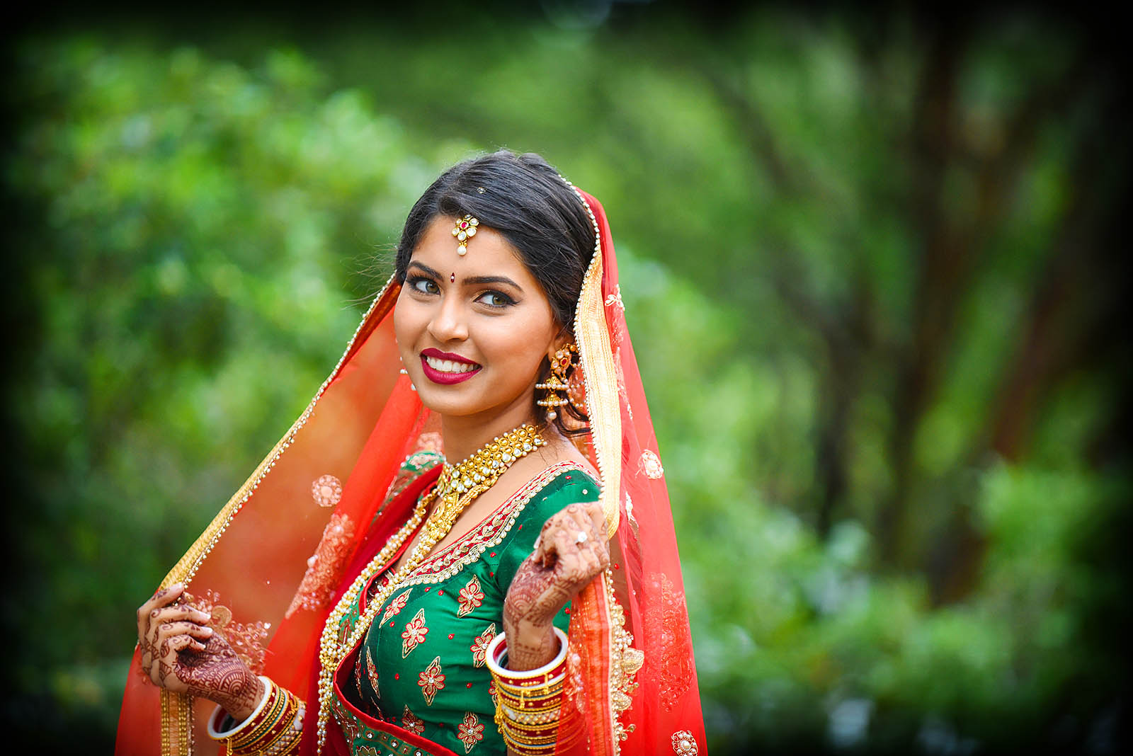 Most Colorful Bride: Hindu Indian Brides always look so beautiful with their colorful mehndi, haar, karn phool, choordiyan and solah shringar.