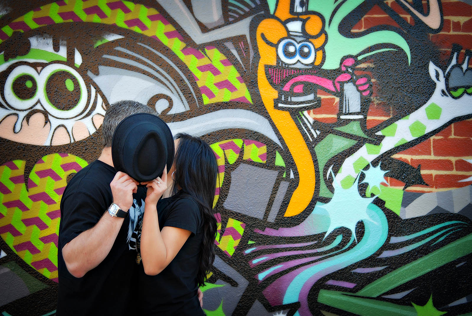 graffiti wall kiss