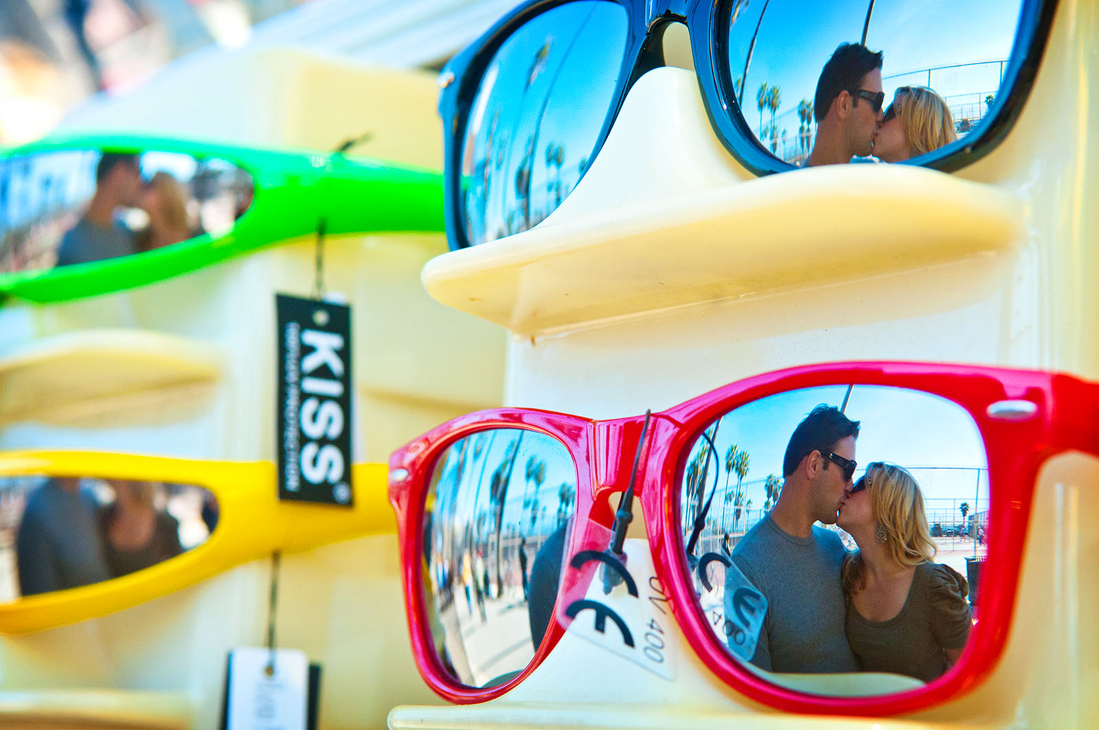 sun glass reflection kiss